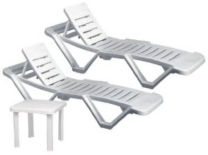 2 plastic loungers