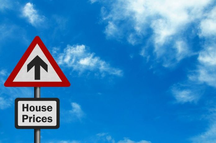 Image of a sign of house prices with an arrow pointing upwards