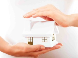 Image of house in hands